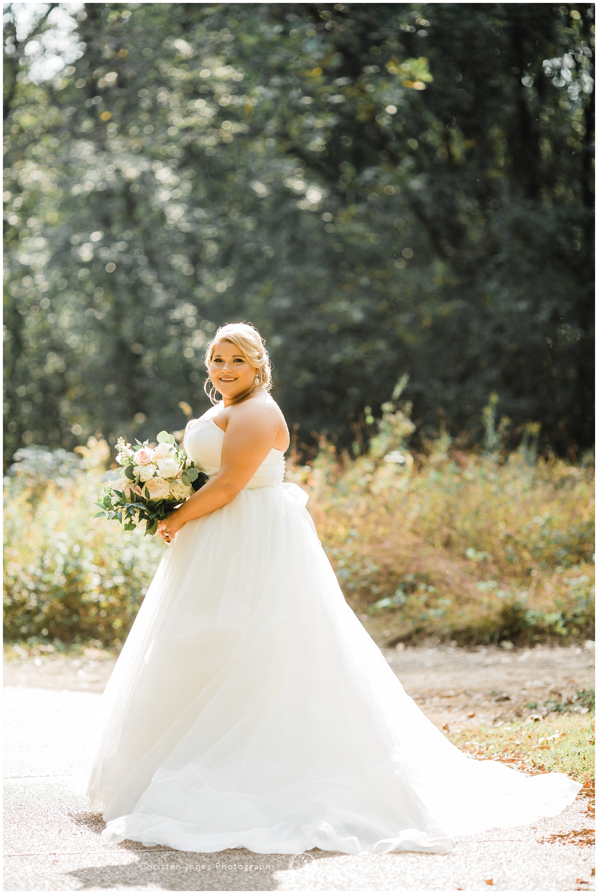 bridal,lynn doyle flowers,mad lily cakery,memphis,memphis bride,memphis wedding photography,memphs wedding,midsouth bride,midsouth wedding,spring creek ranch,tennessee wedding,wedding,
